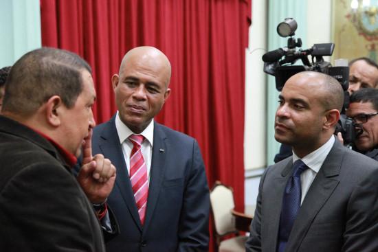 Monsieur le président , foutez-vous dehors! Martelly-chavez-j2